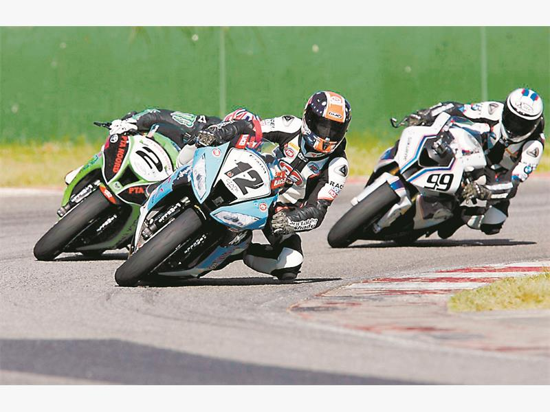TIGHT: Saturday's Superbike racing at Phakisa should provide some of the meeting's best action.