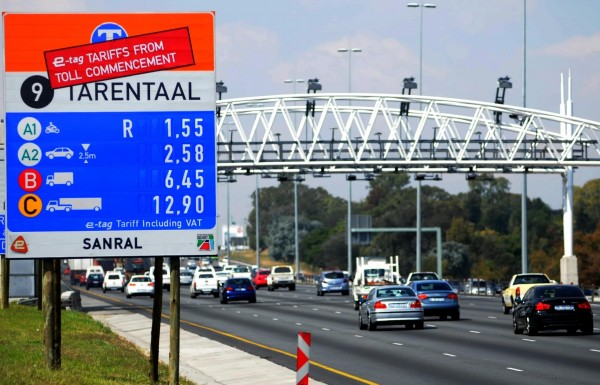 FILE PICTURE: An e- toll  sign prices along N1 next to Douglasdale. Picture: Nigel Sibanda.