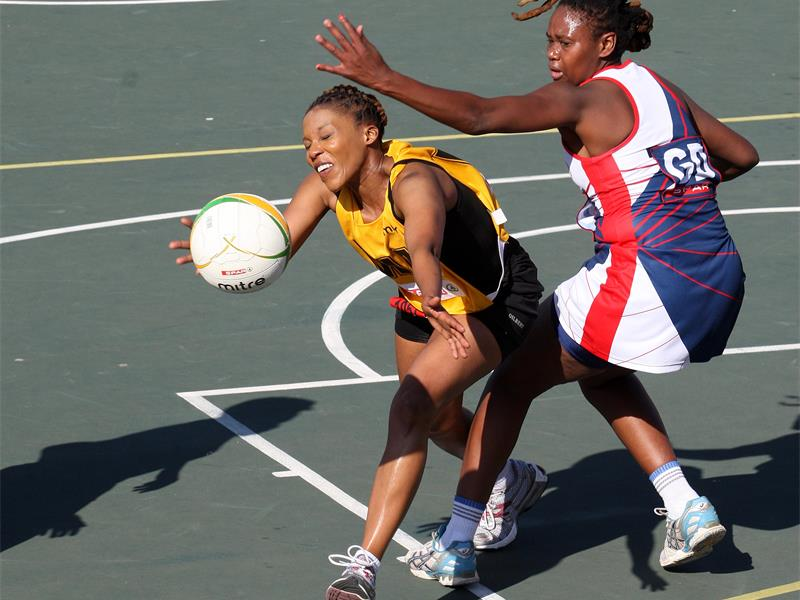 FANCY FOOTWORK. Mampho Tsotetsi of Gauteng Central, left, and Ekhurhuleni's Thuli Qequ compete for the ball during day two of the Spar National Netball Championships at the Royal Bafokeng Sports Palace in Phokeng yesterday. Picture: Gallo Images