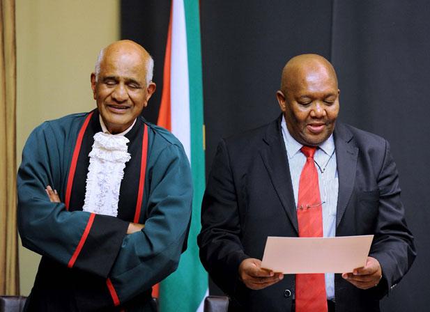 FILE PICTURE: Constitutional Judge Mr Justice Zak Yacoob and Lechesa Tsenoli (right). Picture: GCIS.