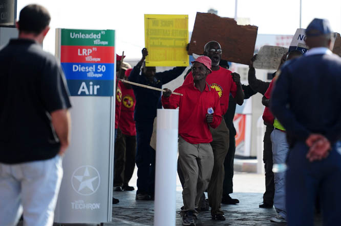 FILE PICTURE: Striking NUMSA workers. Picture: Neil McCartney.