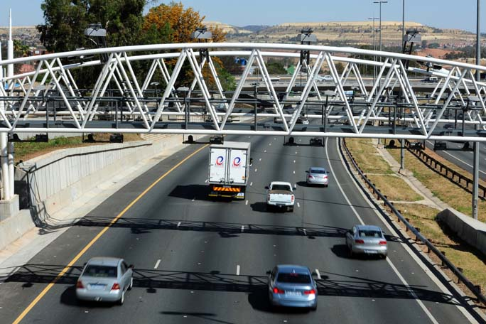FILE PICTURE: A e-toll gantry is seen along the N1 South highway, 9 October 2013. Picture: Tracy Lee Stark
