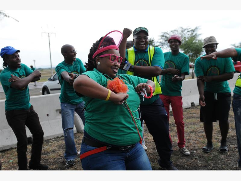 FILE PICTURE: Amcu members sing and dance as they protest  in Rustenburg, North West yesterday. Picture: Alaister Russell.