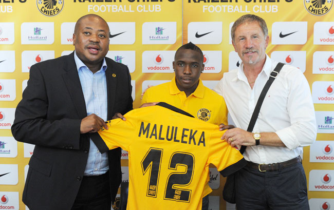Kaizer Chiefs team manager Bobby Motaung, left, and coach Stuart Baxter present new signing  George Maluleka with an Amakhosi shirt.