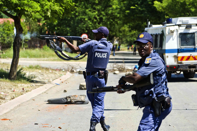 FILE PICTURE: South African policemen. Picture'; AFP
