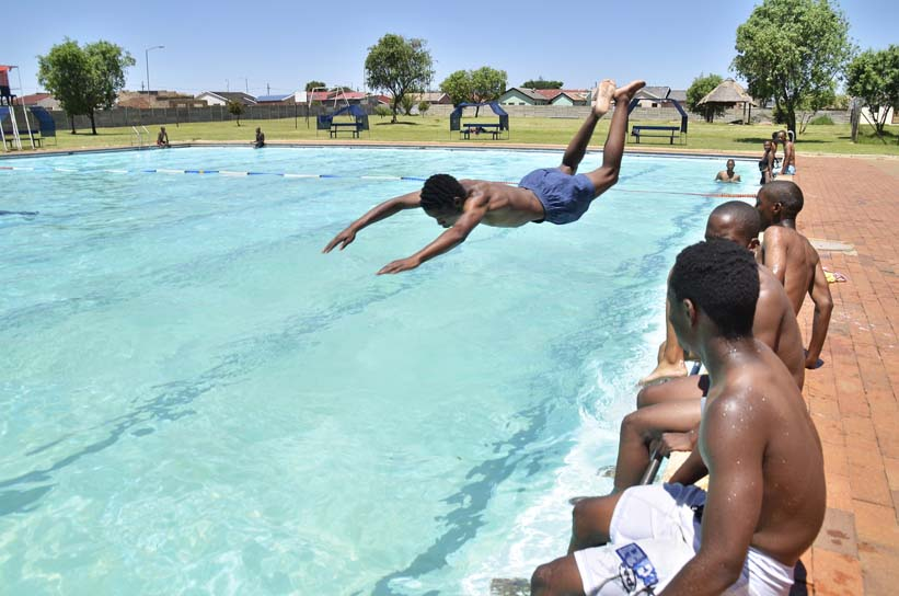 FILE PICTURE: West Rand residents cool off at Kagiso swimming pool. Picture: Valentina Nicol