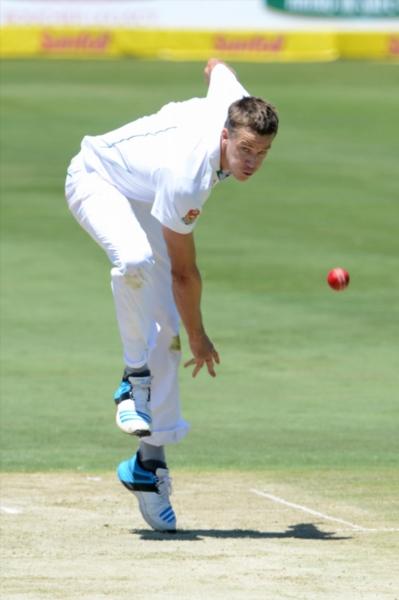 Morkel resumes bowling after shoulder scare