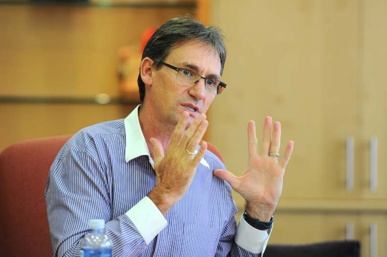 """Amplats CEO apologises for """"fair pay"""" comments"""