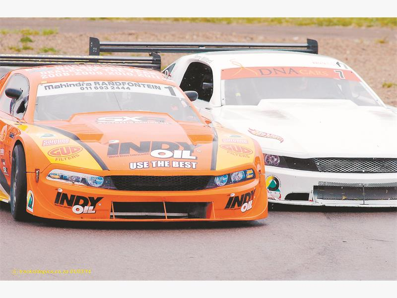 CLOSE. Ben Morgenrood (IndyOil Mustang) and Terry Wilford (Hotwheels Mustang) get up close and personal during Saturday's second Sports and GT race at Zwartkops. Picture: Tracksidepics.co.za.