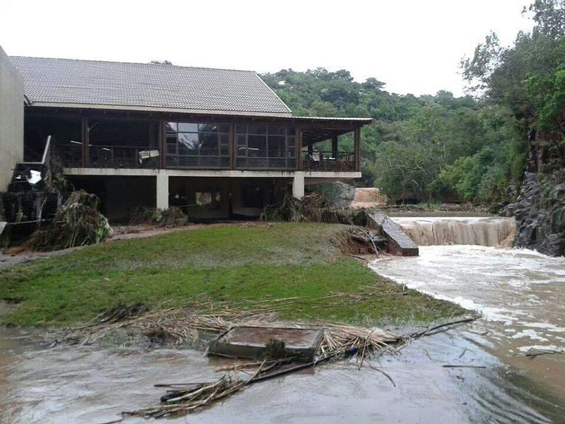 A holiday resort in Limpopo was completely flooded when the Bela-Bela dam burst its banks over the weekend. Image courtesy ER24 on flickr