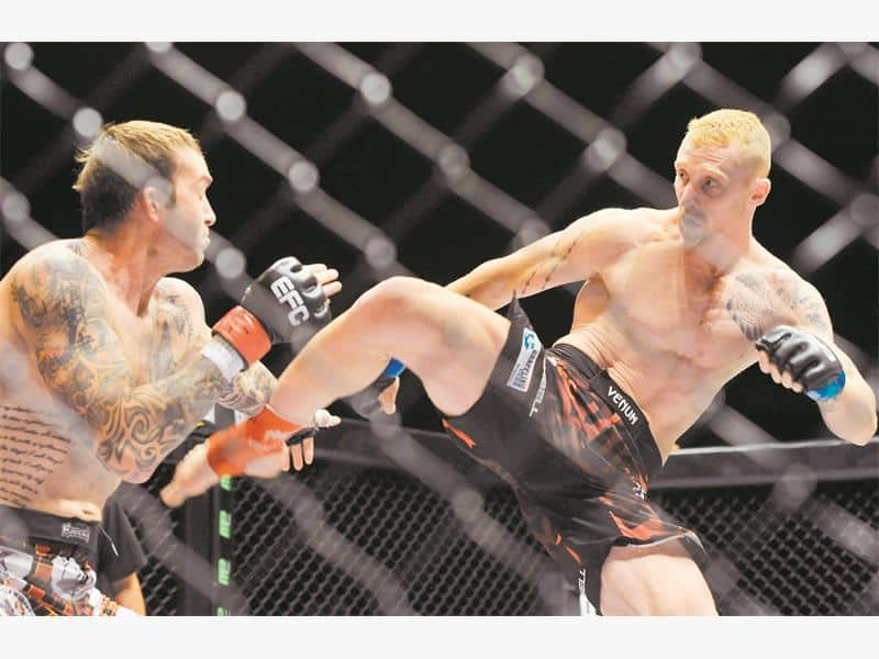 JP Kruger, right, challenges Garreth McLellan for the EFC Africa middleweight title at Carnival City tomorrow night. Picture: Backpagepix.
