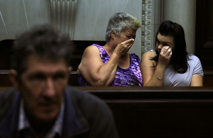 FILE PICTURE: Katrina Mare, mother of dismembered teenager Chairmaine Mare, and a friend Nikita Small react during the court appearance of Johannes Christiaan de Jager (foreground) at the Western Cape High Court in Cape Town on Tuesday, 15 April 2014. Picture: Nardus Engelbrecht/SAPA