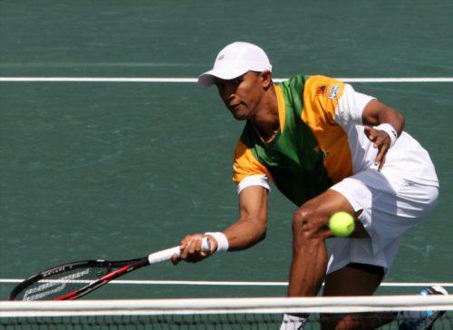 Murray tops Djokovic, locks up No. 1 spot