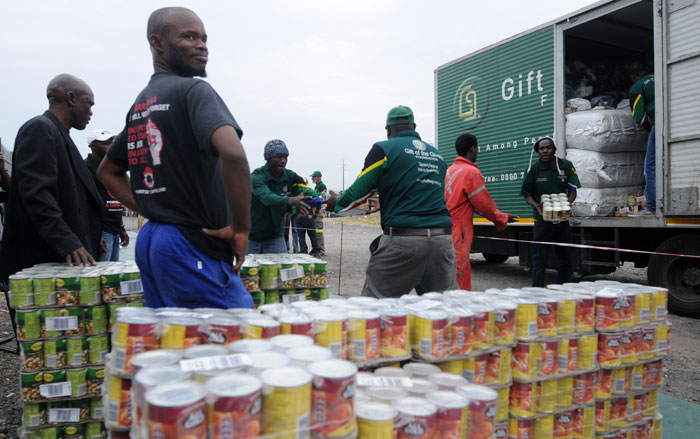 Food parcels handed out to mineworkers