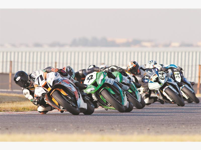 GOODE BOY. Brandon Goode (CJ Auto Kawasaki ), leads the Thunderbike field at Kyalami on Saturday. Picture: RacePics.