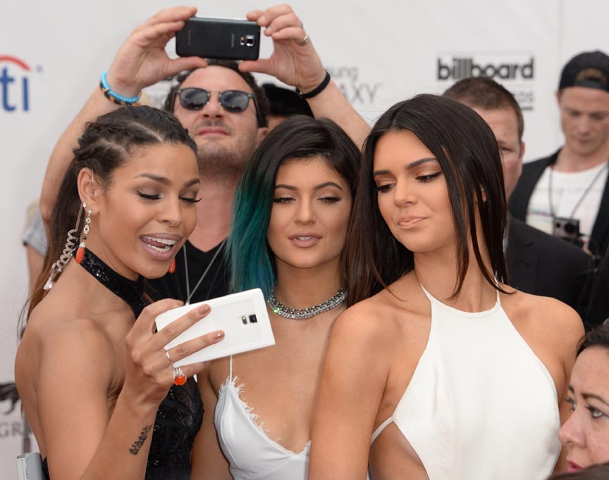 Jordin Sparks (L) takes a selfie with models Kendall Jenner (R) and Kylie Jenner (C) as they arrive for the 2014 Billboard Music Awards, May 18, 2014 at the MGM Grand Garden Arena, in Las Vegas, Nevada.   AFP PHOTO / ROBYN BECK