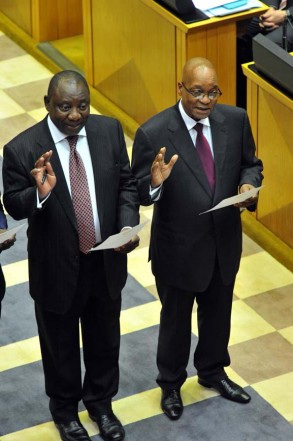 FILE PICTURE: President Jacob Zuma, right, with ANC Deputy President Cyril Ramaphosa taking the Oath of Office during the swearing in of Members of Parliament, 21 May 2014. Picture: Elmond Jiyane/GCIS