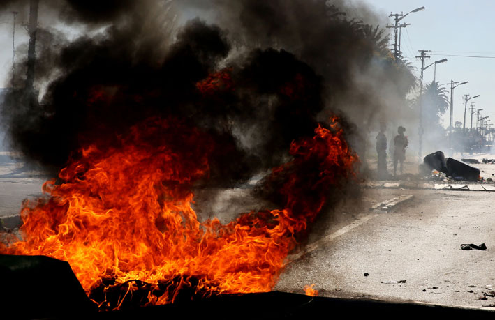 FILE PICTURE: Tyres and rubble burn during a service delivery protest. Picture: Nardus Engelbrecht/SAPA