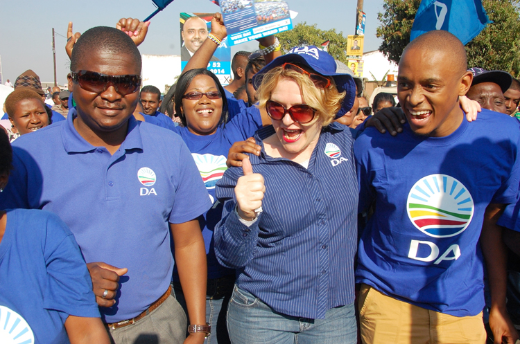 FILE PICTURE: On the campaign trail in Phoenix, north of Durban, from left KZN DA leader Sizwe Mchunu, DA leader Helen Zille and Hlanganani Gumbi, 1 July 2014, ahead of the by elections taking place on 2 July 2014. Picture Phumlani: Thabethe Date