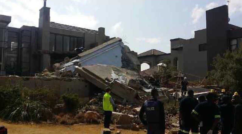 FILE PICTURE: Paramedics on the scene in Meyersdal Eco Estate, Alberton in the south of Johannesburg on 18 August 2014 after a building collapsed. Picture Alberton Record/CNS