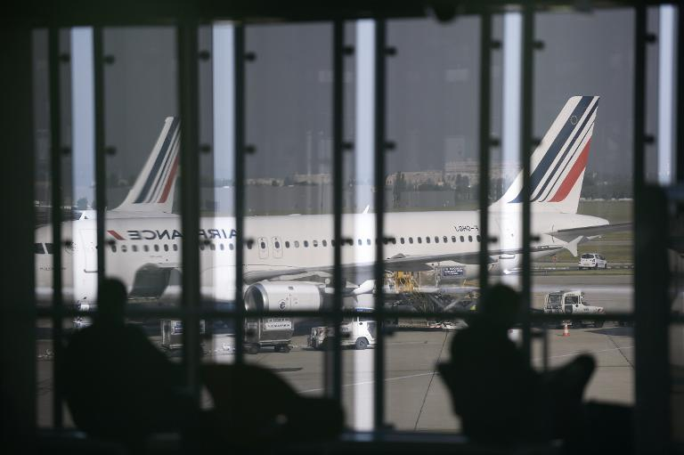 Rap brawl delays flights at Paris airport