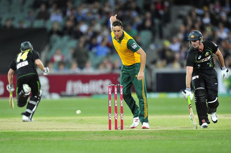 AFP / David Mariuz<br />South Africa's Kyle Abbott (L) bagged three wickets in the Twenty20 clash against Australia at the Adelaide Oval on November 5, 2014