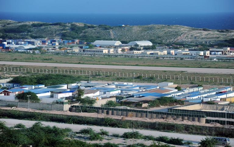 AMISOM supplies water for Mogadishu community