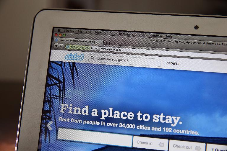 GETTY IMAGES NORTH AMERICA/AFP/File / Justin Sullivan<br />Online home-rental marketplace Airbnb will allow Cubans to rent rooms or entire homes under Cuban regulations allowing small enterprise