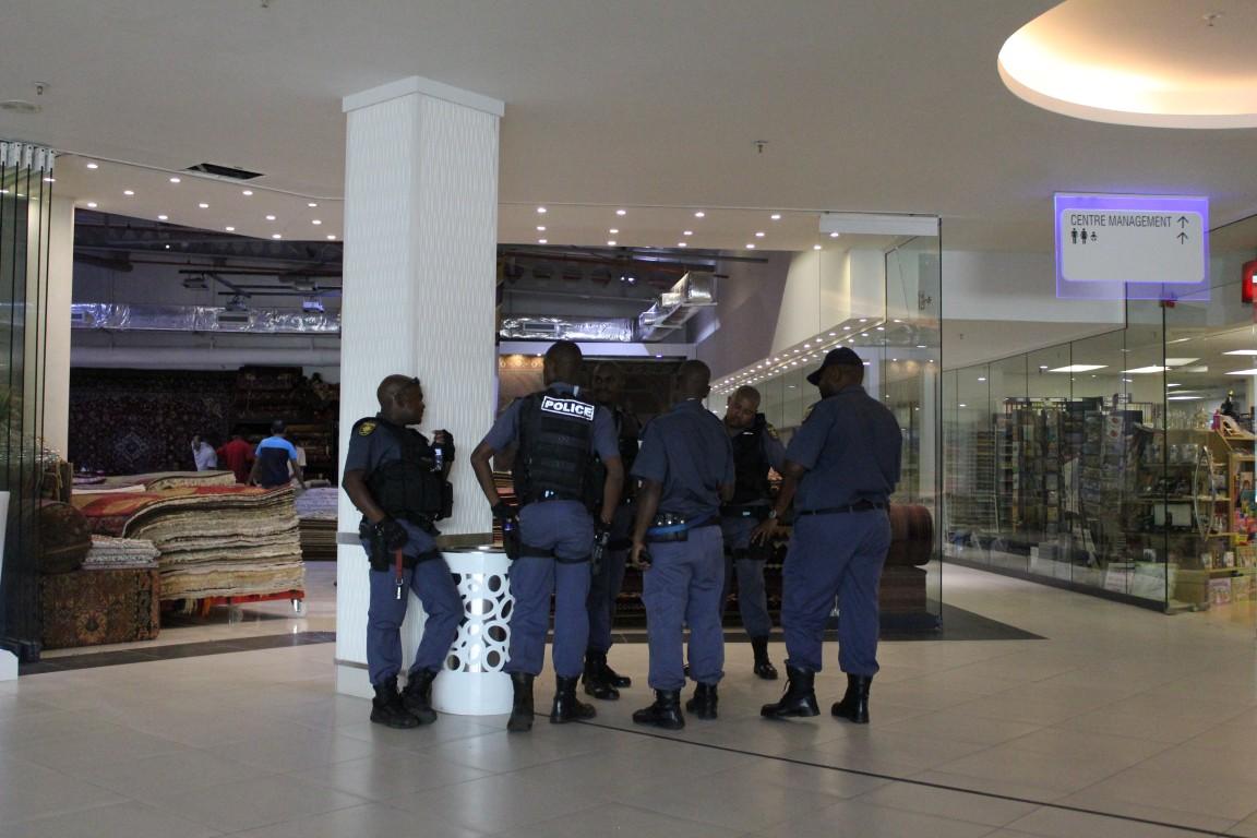 Linden police search Cresta Shopping Centre following a bomb threat at the mall. Pic: Randburg Sun