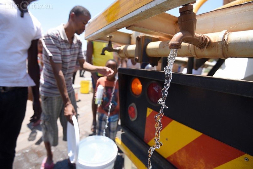 FILE PICTURE: Water flows from a water truck tap as members of the Coronation community fill up bottles, buckets and tubs, 11 November 2015. The community has been without water for over 24 hours. Picture: Refilwe Modise