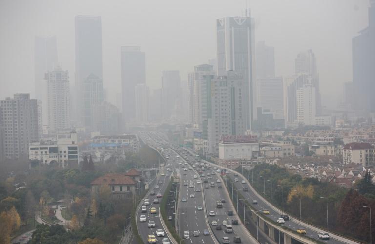 AFP/File / Johannes Eisele<br />Heavy pollution hangs in the air over elevated motorways in Shanghai on December 15, 2015