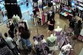Phone theft caught on camera at Joburg mall
