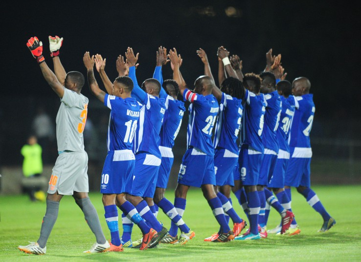 Maritzburg United greeting their home fans.  ©Sabelo Mngoma/BackpagePix