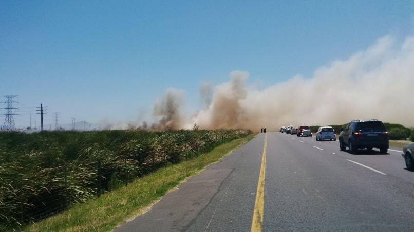 The N2 incoming has been closed at Baden Powell Drive and the outbound highway has been closed at Spine Road due to a veld fire, the City of Cape Town's safety and security directorate said on Sunday afternoon. Photo: CoCT