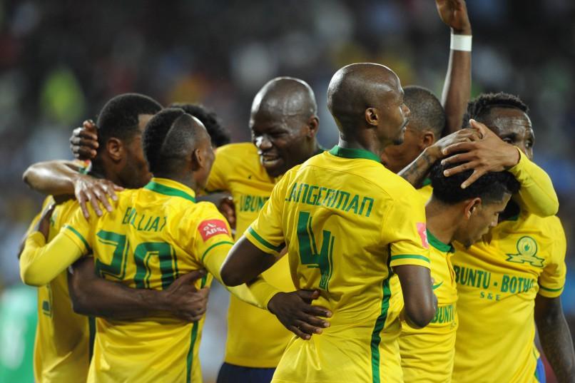Khama Billiat  of Mamelodi Sundowns celebrates with teammates. Pic Sydney Mahlangu/ BackpagePix