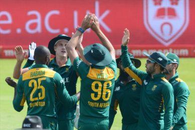 De Kock, Amla tons power successful SA chase