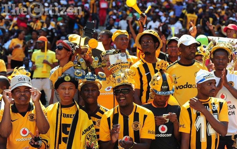 Orlando Pirates  and Kaizer Chiefs fans cheer at  Soccer City in Johannesburg, 30 January 2016, during the ABSA Premiership clash between South African giants Orlando Pirates and Kaizer Chiefs. Picture: Nigel Sibanda