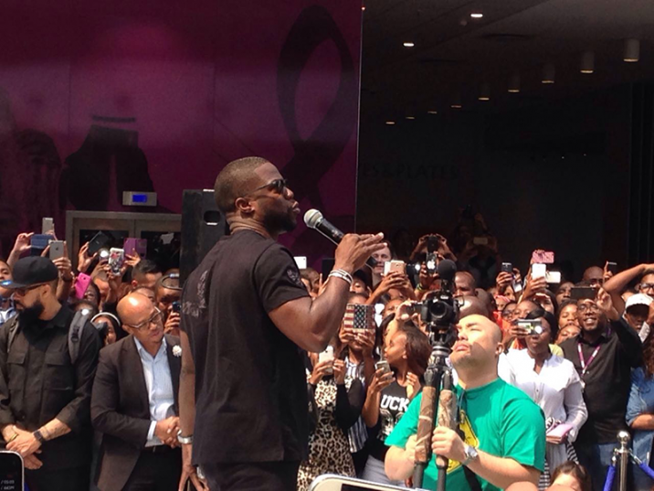 Kevin Hart touched down in Johannesburg to hundreds of adoring fans at a press conference held in Randburg. Picture: Sean Saville