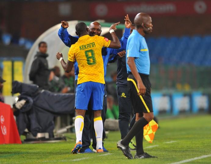 Hlompho Kekana celebrates his goal with Pitso Mosimane (Samuel Shivambu/BackpagePix)
