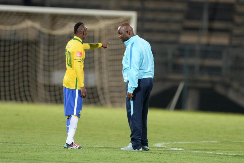Khama Billiat with his coach  Pitso Mosimane (Photo by Lefty Shivambu/Gallo Images)