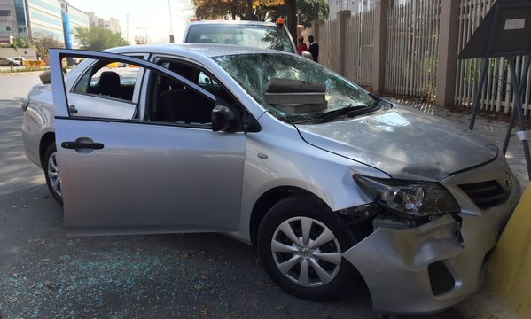 Metered taxi drivers targeted Uber drivers and customers outside the Sandton Gautrain stop | Image: Sandton Times (@sandtontimes)