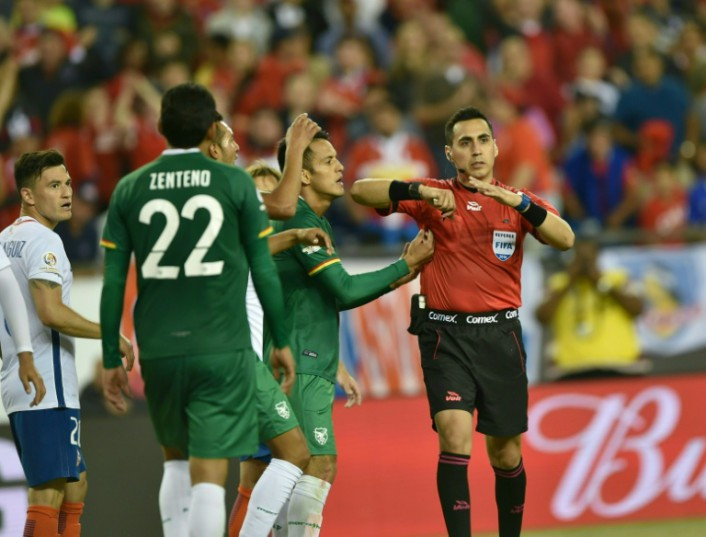 AFP / Hector Retamal<br />US referee Jair Marrufo awards a penalty in favour of Chile during the Copa America Centenario football tournament match against Bolivia in Foxborough, Massachusetts, United States, on June 10, 2016