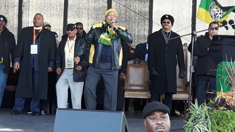 Jacob Zuma sings during an ANC rally outside Port Elizabeth. Photo: Ngwako Modjadji.