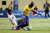 Zamalek's player Tarek Hamed (L) in action against Sundowns player  Hlompho Kekana (R) during the African Champions League (CAF) group stage soccer match between Zamalek's and Sundowns at Petro Sport stadium in Cairo, Egypt, 17 July 2016  EPA/KHALED ELFIQI