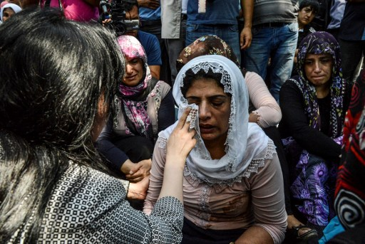 """Women cry during a funeral for victims of last night's attack on a wedding party that left 50 dead in Gaziantep in southeastern Turkey near the Syrian border on August 21, 2016. At least 50 people were killed when a suspected suicide bomber linked to Islamic State jihadists attacked a wedding thronged with guests, officials said on August 21. Turkish President Recep Tayyip Erdogan said the IS extremist group was the """"likely perpetrator"""" of the bomb attack, the deadliest in 2016, in Gaziantep late Saturday that targeted a celebration attended by many Kurds.  / AFP PHOTO / ILYAS AKENGIN"""