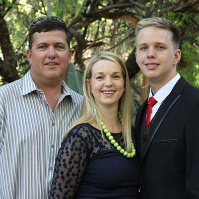Ettienne de Villiers and his parents. Photo: Facebook