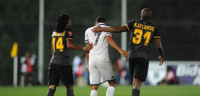Siphiwe Tshabalala of Kaizer Chiefs (14) and Willard Katsande of Kaizer Chiefs with a funny moment with Daine Klate of Bidvest Wits during the Absa Premiership match between Bidvest Wits and Kaizer Chiefs at Bidvest Stadium. (Pic Sydney Mahlangu/ BackpagePix)
