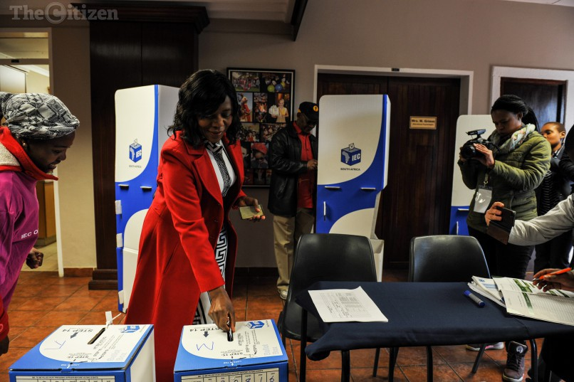 Thuli Madonsela drops her vote in the ballot box at the Lynnwood Ridge Primary School voting station, 3 August 2016, Lynnwood, Pretoria. Picture: Jacques Nelles