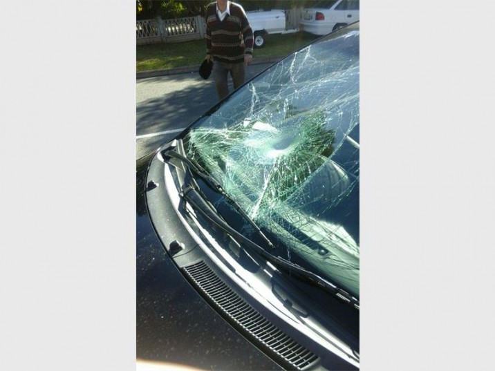The windscreen of the vehicle which hit a pupil from Hoërskool Noordheuwel as he was crossing the road. Photo: Krugersdorp News