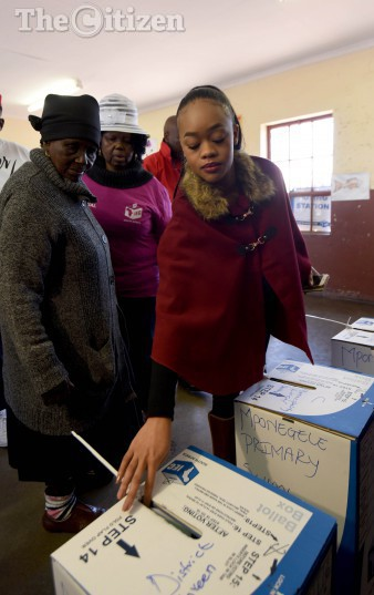 Malema's  grandmother (L) and wife Mantwa Matlala, casting their votes at Mponegele Primary School in Polokwane, 3 August 2016, during the local government elections. Picture: Nigel Sibanda